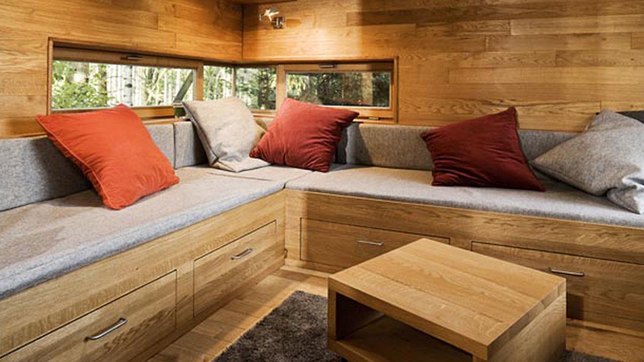 Bild zeigt Innenansicht eines Baumhauses von baumraum